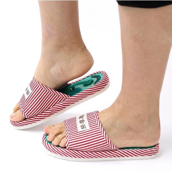 pantoufles-rayées-reflexologie-pieds