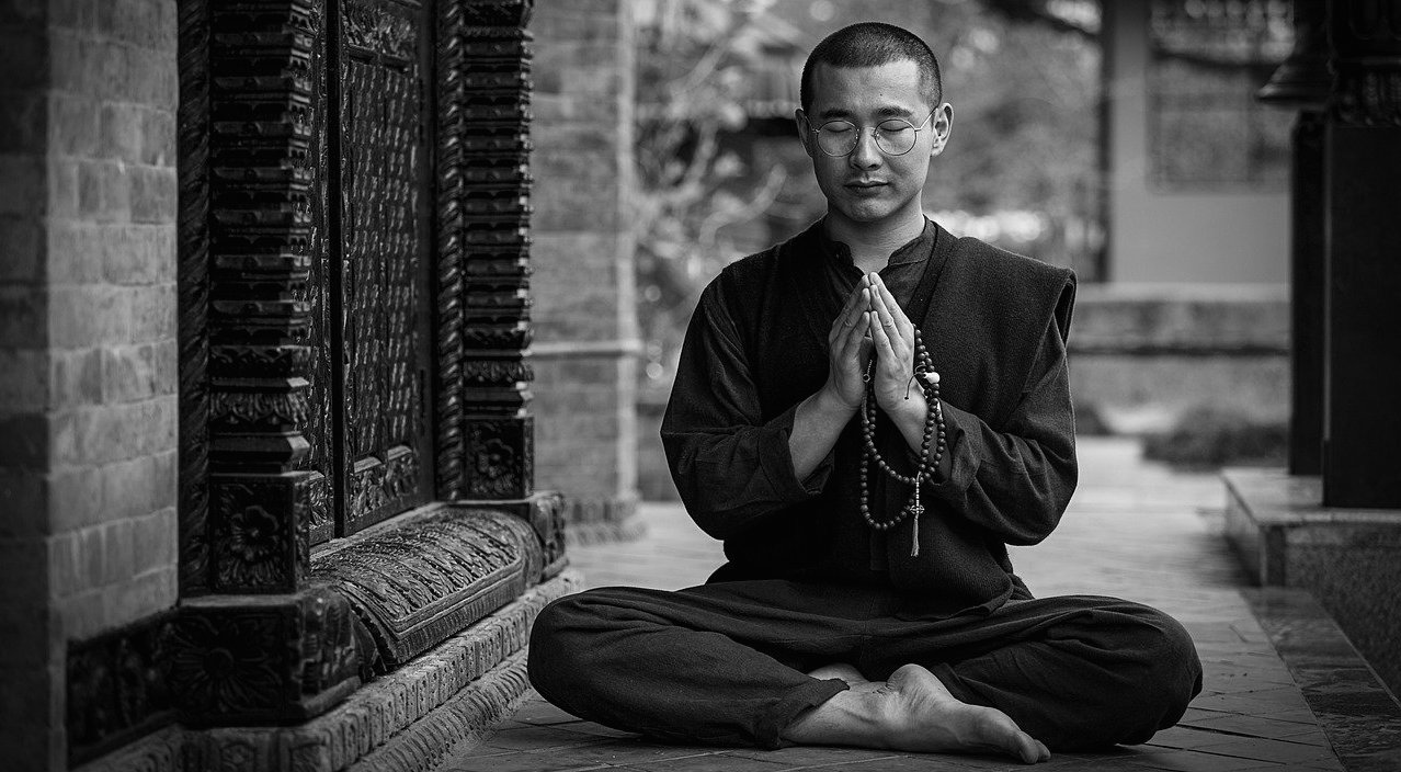 pratique-moine-meditation-bouddhiste-taoiste