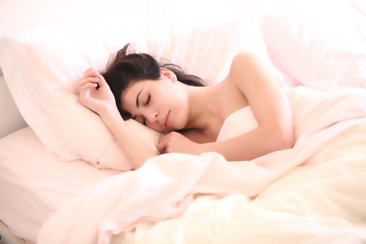 femme-sommeil-lit