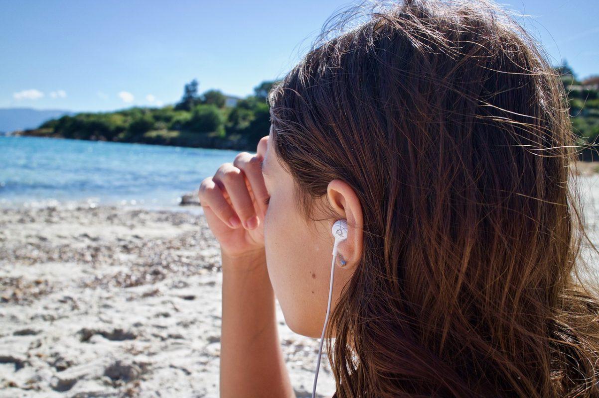méditation-acouphène-mer-sable-musique