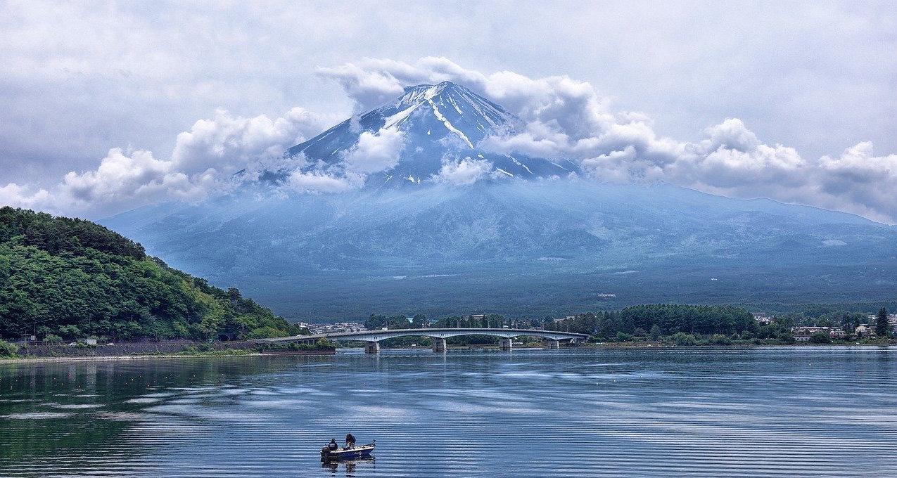 montagne-japonaise-nuage-lac-nature